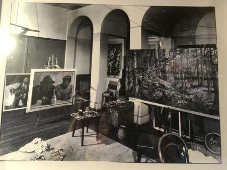 Das Atelier von Karl Schenk im Dachstock  Kornhaus Bern, wo sich die Malschule von Max von Mühlenen 1903-1971 befand (war die frühere Malschule von Victor Surbek). Die Malschule wurde später 1964 an der Kunstgewerbeschule Bern angegliedert