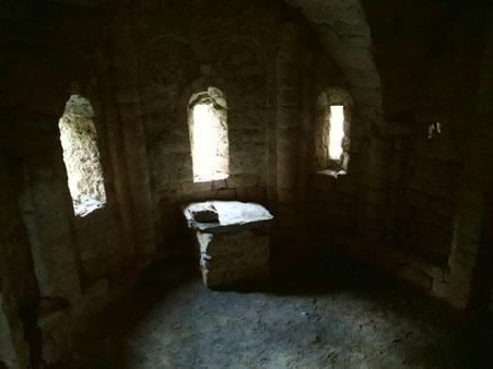 Altare in muratura nella cripta sottostante