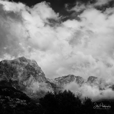Mallorca / Tramuntana Gebirge, Bergspitze, Wolken, 2014. © Silly Photography
