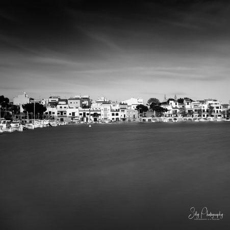 Mallorca / Porotcolom, Naturhafen, Bootgaragen, Langzeitbelichtung, 2014, © Silly Photography