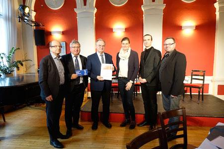 Ministerpräsident Reiner Haseloff besuchte »Denken ohne Geländer« 2020, hier mit OB Klaus Schmotz, Landtagsabgeordneten Hardy Güssau, Prof. Dr. Katrin Reimer-Godinskaya, Intendant Wolf E. Rahlfs und dem Direktor der Landeszentrale f.p.B. Maik Reichel (am)