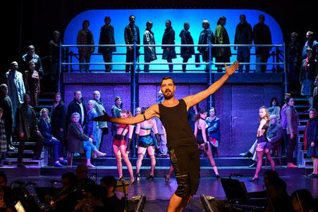Die Inszenierung »Cabaret« stellt aktuelle Fragen an uns heute 2020 (kk)