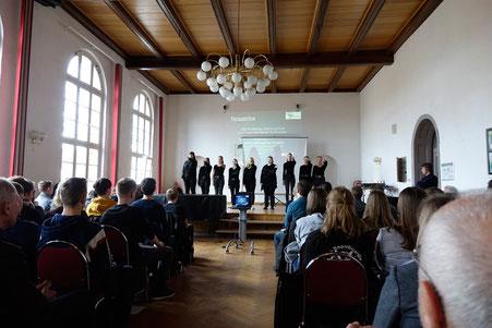 Performance Gymnasium Osterburg nach Gedenkstätten-Fahrt 2020 (am)