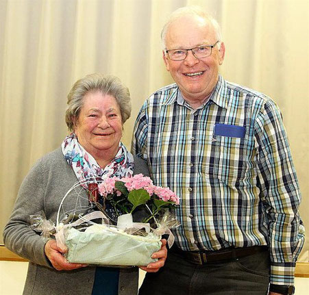 Ehrung - Hilde Gessner - 70 Jahre Mitglied - durch den Vorsitzenden Gerhard Scheller -2018