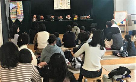 幼児教室が主催して人形劇を開催。親子で楽しんでいただきました。