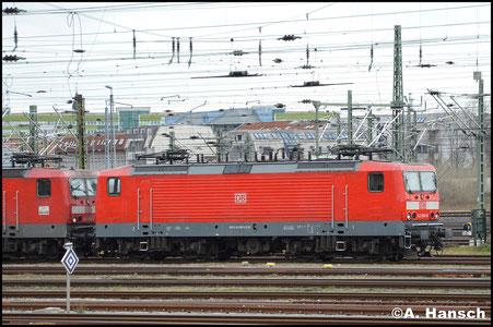 Am 29. Januar 2018 steht 143 893-6 an einem Lokzug mit zwei weiteren 143ern und einer BR 112 in Leipzig Hbf.