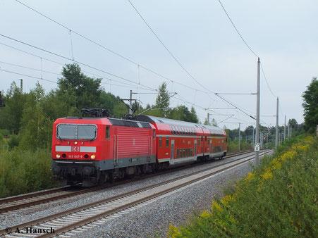 23. August 2013: 143 047-9 hat mit RB nach Dresden Hbf. gerade den Hp Chemnitz Hilbersdorf verlassen und passiert nun das SEM Chemnitz