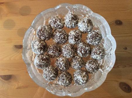 Süße Kokos-Nüß-Vanille Bällchen