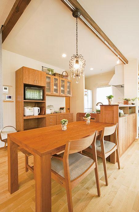 ナチュラルで暖かみのある雰囲気のキッチン