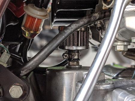 エンジンのオーバーホール時期にきたようです。ブローバイからオイルが噴出してきました。