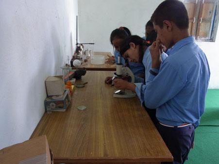 Technische Ausbildung in der Schule in Pang