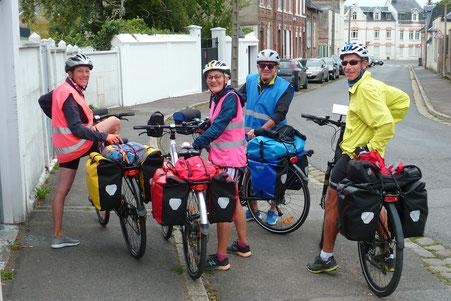 Circuit en bicyclette entre amis ! Après un bon petit-déjeuner chez Véronique et Jean-Marie Au perron de la Baie à Abbeville