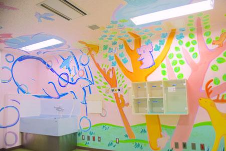 横浜市立小児総合医療センター処置室 壁画制作