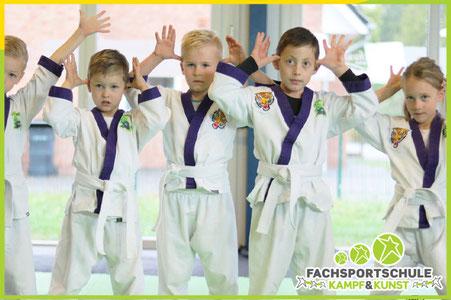 Kinderkarate erlernen, Spaß & Kennenlernen neuer Freund in der Schule für Karate Friesoythe
