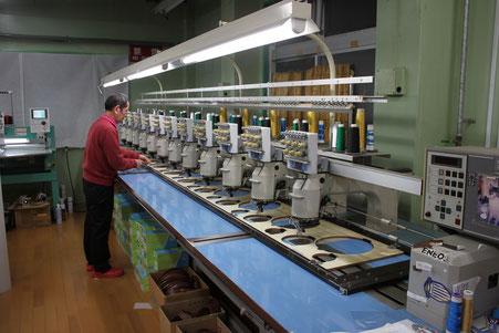 多頭機にて量産することも可能な本社工場です