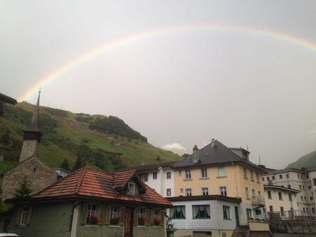 Nach dem Gebet, der Regenbogen über dem Altkirch
