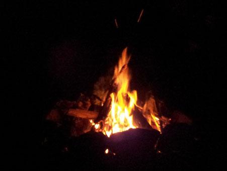 prasselndes Lagerfeuer