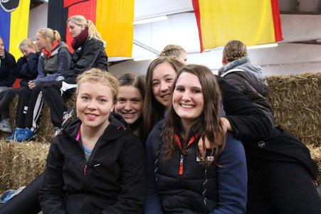 Am Voltigierpokal mit Charlotte, Laura und Bianca.