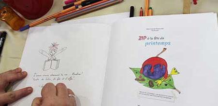 """Zoom sur une dédicace du livre """"Zip à la fête du Printemps"""" de Cloé Perrotin au salon """"Les Mar'Mots en Val de Saône"""" 2016"""