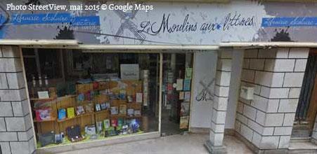 La vitrine et devanture de la Librairie Moulins aux lettres à Moulins 03000