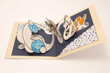 Carte Pop-Up spirale Faribole et Mistigri réalisée par l'illustratrice Cloé Perrotin lors d'un atelier événementiel