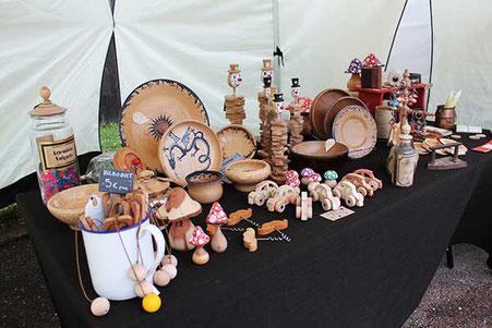 Stand d'Emmanuelle Baudry tourneuse sur bois, marqueterie et restauration de meubles au Festival Les Lithaniennes de Varzy