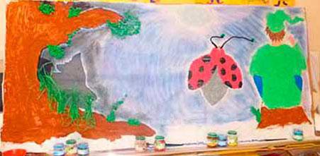 Des élèves s'inspirent des illustrations de Cloé Perrotin pour réaliser une fresque inspirée du livre Zip le lutin
