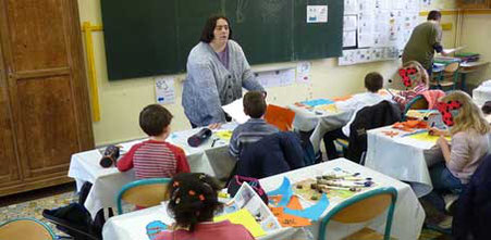 L'illustratrice Cloé Perrotin intervient dans les classes pour un atelier illustré basé sur la trilogie jeunesse Zip le lutin