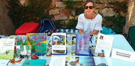 """L'auteur Marie-Françoise Bongiovanni avec l'album jeunesse fantastique """"Zip le lutin"""" au salon du livre de Roussillon 2014"""