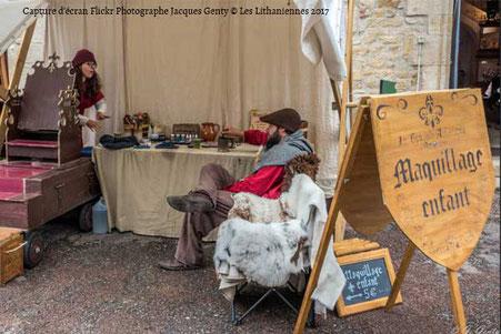 Capture d'écran d'une photo Flickr de Jacques Genty de la créatrice Le Boudoir d'Amandine devant son stand au Lithaniennes 2017