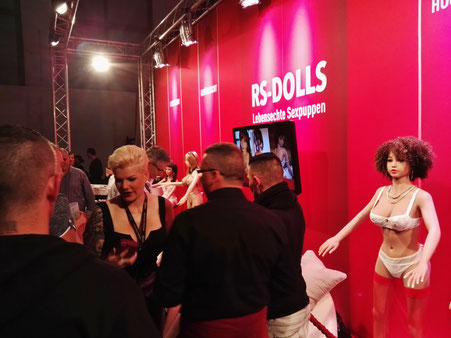 Dschungelkönigin Melanie Müller bei RS-Dolls