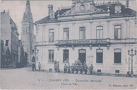 Hôtel de ville de Caudry transformé en Kommandantur, 1915. Source: Wikipédia, Domaine piblic