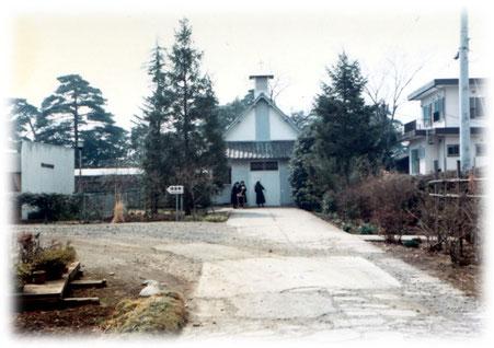 1975年 小教区発足当時旧聖堂の外観