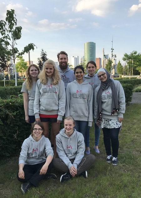 Das Team von Uni Hilft! Frankfurt | Foto: https://www.facebook.com/UniHilftFFM/