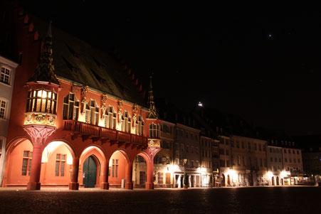 Historisches Kaufhaus Freiburg bei Nacht (c) 2016