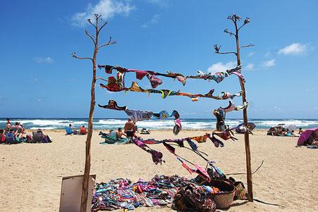 Photographie, Espagne, Andalousie, cabo de gata, plages, collines, El Playazo, maillot de bains, vent, mer, vagues, écume, nuages, blanc, bleu, sable, lumière,été, vacances, Mathieu Guillochon