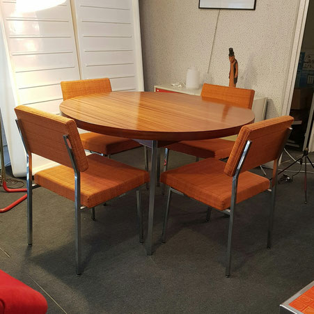Pierre Guariche Tables en acajou avec rallonge et 4 chaises modèle Prestige