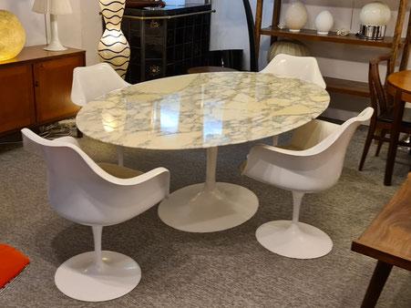 eero Saarinen Table ovale 198 cm en marbre Calacatta édition Knoll (vendu)