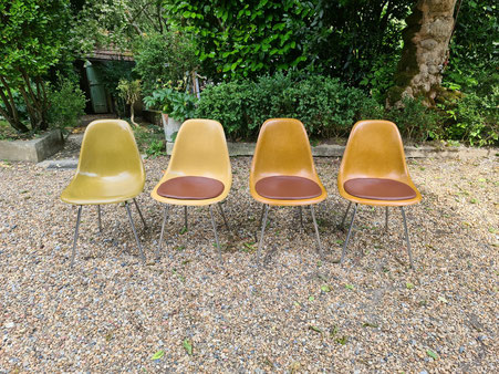 Charles et Ray Eames 4 chaises édition Herman miller, mobilier international vers 1970