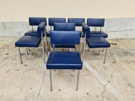 8 chaises des années 70 chrome et skai bleu