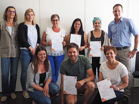 Die fünf zerftifizierten «Digitalen Gastgeber» mit weiteren Tagesseminar-Teilnehmenden und dem Lehrgangsleiter Andreas Zenhäusern.