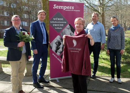 Frau Schmidt ist der 1. Sempers Engel in Gera-Lusan.