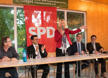 Eine überwältigende Resonanz fand die Diskussionsrunde von Halil Öztas mit Bundesministerin Manuela Schwesig und SPD-Landeschef Thorsten Schäfer-Gümbel. Etwa 150 Personen kamen, hörten zu und diskutierten mit zur Familienpolitik und zu anderen Themen.
