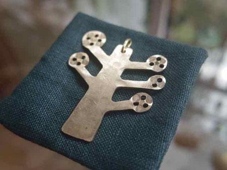 広葉樹の真鍮ペンダント 京都 手づくり市 百万遍さんで販売します