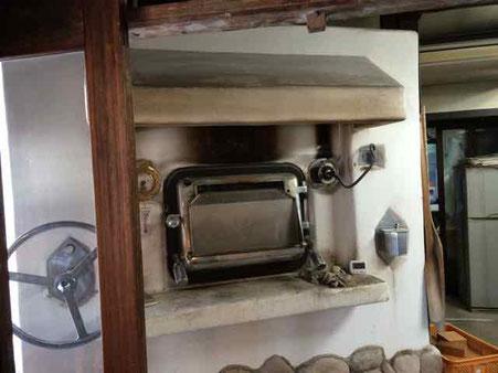 石窯パンの郷「こころ」さんの石窯 ここで パンが焼かれます