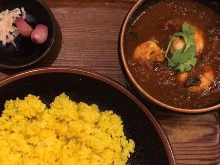 京都のカレー店 ガラムマサラさん ジンガーカレー プリプリエビがはいっています