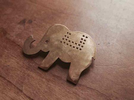 インド象をイメージした真鍮ブローチです 京都手づくり市にて販売します