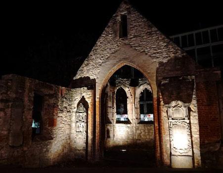 das ist die Ruine der St-Nikolai-Kapelle in Hannovers Innenstadt