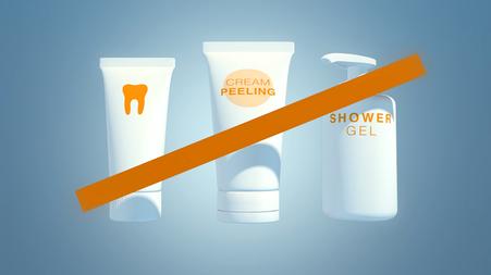 Produkte ohne Mikroplastik kaufen (Ausschnitt aus dem Film) © Michael Stünzi