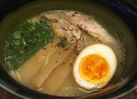 鶏白湯ラーメン とりしげ(福岡市中央区舞鶴) 赤坂駅